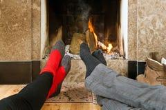 Erwärmung durch das Feuer Lizenzfreie Stockfotos