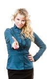 Erwachsene blondie Frau, die Handzeichen macht Lizenzfreies Stockfoto