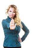 Erwachsene blondie Frau, die Handzeichen macht Stockbilder