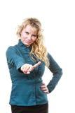Erwachsene blondie Frau, die Handzeichen macht Stockbild
