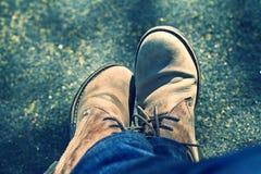 Erwachsene Füße mit Lederschuh Lizenzfreies Stockbild