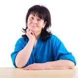 Erwachsene Frau, die positiv lächelt Stockbilder
