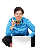 Erwachsene Frau mit Laptop-Computer Stockbild