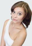 Erwachsene hübsche Frau des Portraits, Isolat über Grau Stockfotos