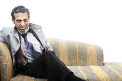 Alter Mann-Verkleidung auf Sofa Lizenzfreie Stockfotos