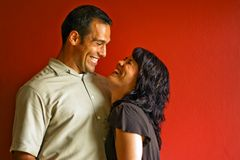 Erwachsene Paar-lachendes Lächeln Lizenzfreie Stockfotografie