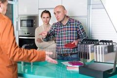 Erwachsene Paare unzufrieden gemacht mit der Qualität Lizenzfreies Stockfoto