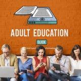 Erwachsenenbildungs-blockierte Beratungsaltersgrenze Konzept Lizenzfreie Stockfotos