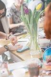 Erwachsener Farbton mit weichem Tipp zeichnet, helles Tonen an lizenzfreie stockfotografie