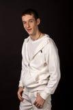 Erwachsener Kerl auf schwarzem Hintergrund Stockfotos
