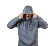 Erwachsener Mann im Kapuzenpulli lizenzfreie stockfotografie
