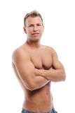 Erwachsener Mann ohne das Hemd, das im Studio aufwirft Lizenzfreie Stockfotografie