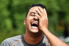 Erwachsener Mannesathlet And Laughter stockfotos