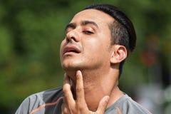 Erwachsener Mannesathlet With Sore Throat lizenzfreie stockfotos