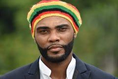Erwachsener schwarzer jamaikanischer Mann stockfotografie