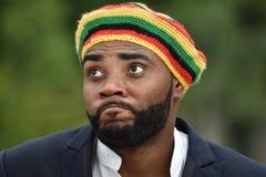 Erwachsener schwarzer jamaikanischer Mann und Verwirrung stockbilder