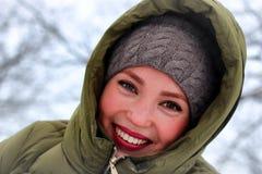 Erwachsenes Porträtlächeln des Mädchens Stockfotos