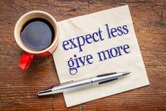 Erwarten Sie kleiner, geben Sie mehr Rat Stockbild