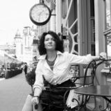 Erwartungs-Modeart der Frauencaféuhrartstadt einsame stockbild