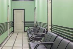 Erwartungszone Ein Korridor mit Sofas Lizenzfreie Stockbilder