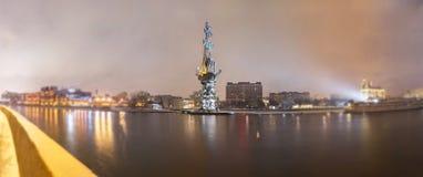 Erweichen Sie Randansicht von Peter der Große-Monument in Moskau Stockfotografie
