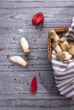 Eryngii de Pleurotus de champignon d'huître de roi sur le fond en bois Type rustique photos stock
