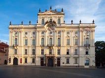 Erzbischof Palace an Hradcany-Quadrat nahe Prag-Schloss, Prag, Tschechische Republik Lizenzfreie Stockfotos