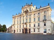 Erzbischof Palace an Hradcany-Quadrat nahe Prag-Schloss, Prag, Tschechische Republik Stockfoto