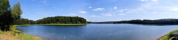 Erzgebirge的一个水坝湖 图库摄影