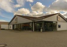 Es adentro Rudolf-diesel-Strasse, no lejos del parque con los dos lagos foto de archivo