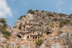Es gibt auch alte Lycian-Beerdigungen im Berg Lizenzfreie Stockbilder