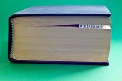 Es ist Buch mit Wort readme Lizenzfreie Stockfotografie