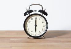 Es ist sechs O-` Uhr Stockbild