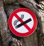 Es ist verboten, um ein Zeichen zu rauchen Stockbild