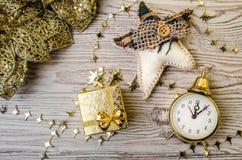 Es ist Zeit für Weihnachten Ökologische, hölzerne Weihnachtsdekorationen Lizenzfreies Stockbild