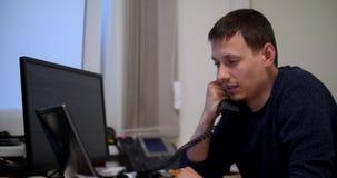 Es Manager im Büro stock footage