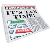 Es recordatorio del plazo de los impuestos del título de periódico del tiempo del impuesto Imagenes de archivo
