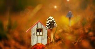 Es una cabaña minúscula del duende libre illustration