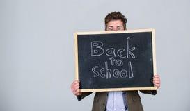 Es usted alista para estudiar El profesor hace publicidad de nuevo a estudiar, comienza año escolar Prepárese por nuevo año escol imagen de archivo