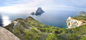 ES Vedra στη θάλασσα κοντά σε Ibiza στοκ εικόνα με δικαίωμα ελεύθερης χρήσης