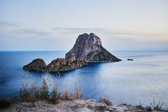 ES Vedra στο ηλιοβασίλεμα, Ibiza, Ισπανία Στοκ Φωτογραφία