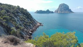 Es Vedra, l'île magique d'Ibiza, une destination de touristes pour des hippies et des explorateurs vue à couper le souffle outre  photographie stock libre de droits