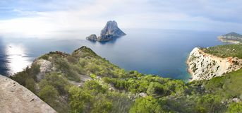 Es Vedra no mar perto de Ibiza imagem de stock royalty free