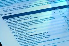 Esame del 401k dal rapporto trimestrale. Immagini Stock