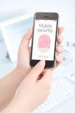 Esame dell'impronta digitale di Smartphone per la sicurezza mobile Fotografia Stock