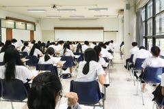 Esame della classe di grado del ` s del celibe degli studenti Fotografie Stock Libere da Diritti