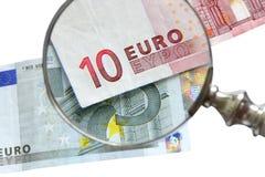 Esame di euro banconota Immagine Stock