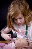 Esame fisico della bambola Immagini Stock