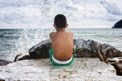 Esaminando il mare Immagini Stock Libere da Diritti