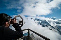 Esaminando Mont Blanc Immagine Stock Libera da Diritti